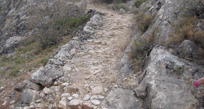 Maksutuşağı köyündeki bulunan tarihi taş yolun, Uratulara ait olabileceği düşünülüyor.