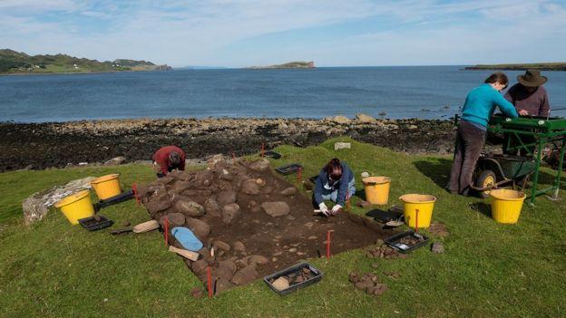 İngiltere Adasında 8000 Yıllık Yenmiş Fındık Kabukları Bulundu
