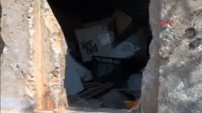 Fethiye'de 2400 Yıllık Kaya Mezarlar Depo Oldu