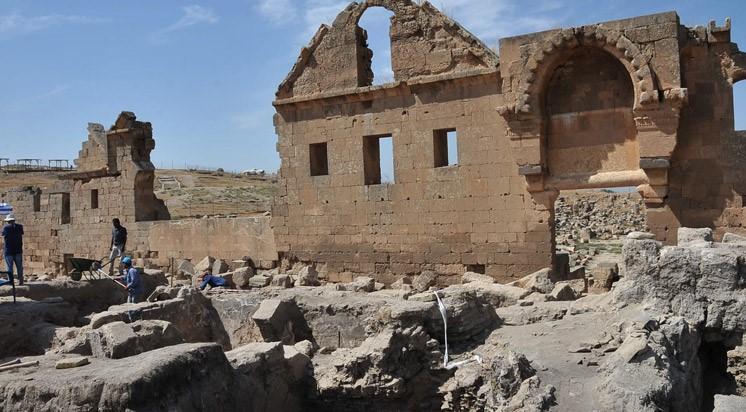 Harran'da 1250 Yıllık Hamamın Bölümleri Ortaya Çıkıyor