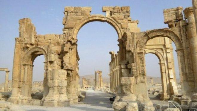 IŞİD Palmira'da 2000 Yıllık Zafer Takını Patlattı