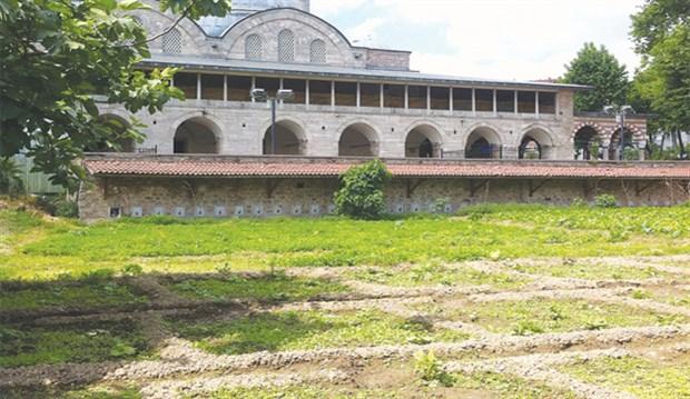 Tarihi Piyalepaşa Camii'nin Bostanı Otopark Yapılamayacak