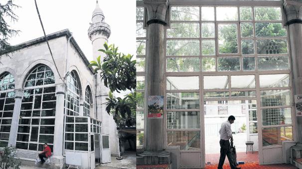 Eminönü'nde 537 Yıllık Cami PVC Camisine Dönüştü