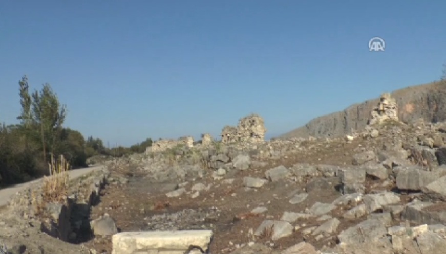 Anavarza Antik Kenti'nde 1300 Yıllık Arap Surları Bulundu