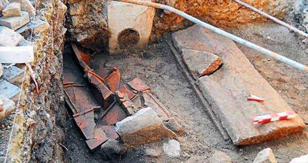 Foça'daki Kanalizasyon Çalışmaları Tarihi Yok Ediyor
