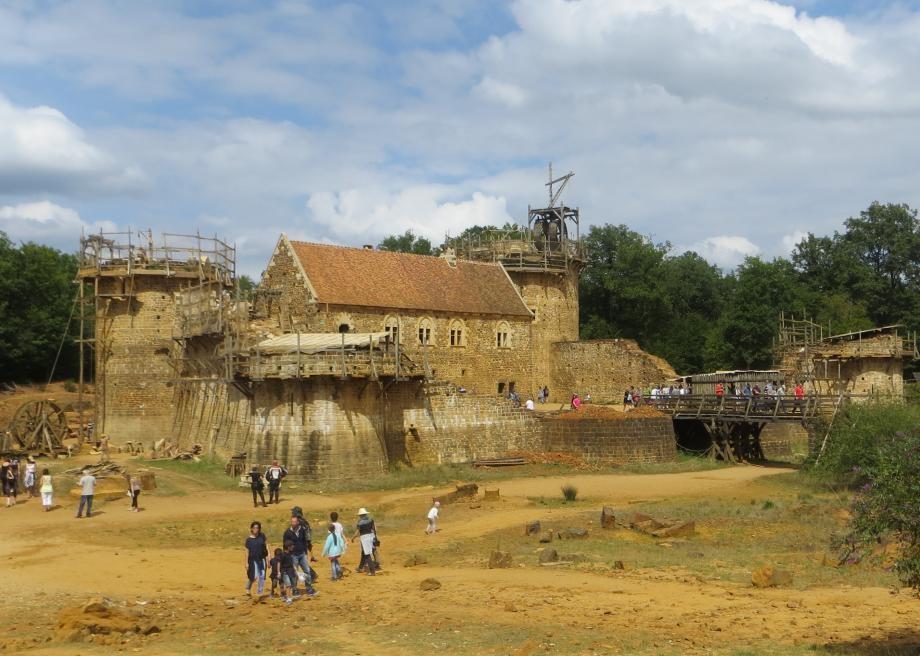 Fransa'da Sadece 13. Yüzyıl Teknikleri Kullanılarak Bir Kale İnşa Ediliyor