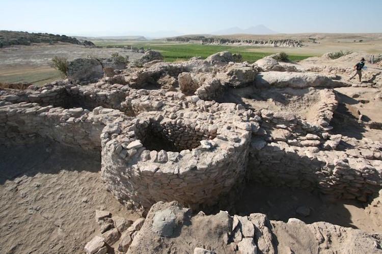 Anadolu'daki En Eski Sur Yapısı ile Güvercinkayası Kazısı