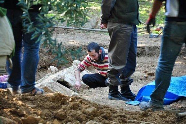 İznik'te Çiftçinin Bulduğu Roma Lahdi Defineciler Tarafından Soyulmuş