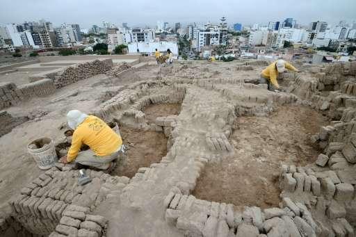 Peru'da Piramit Şekilli Bir Mezarlıkta 1,000 Yıllık Dört Mezar Bulundu