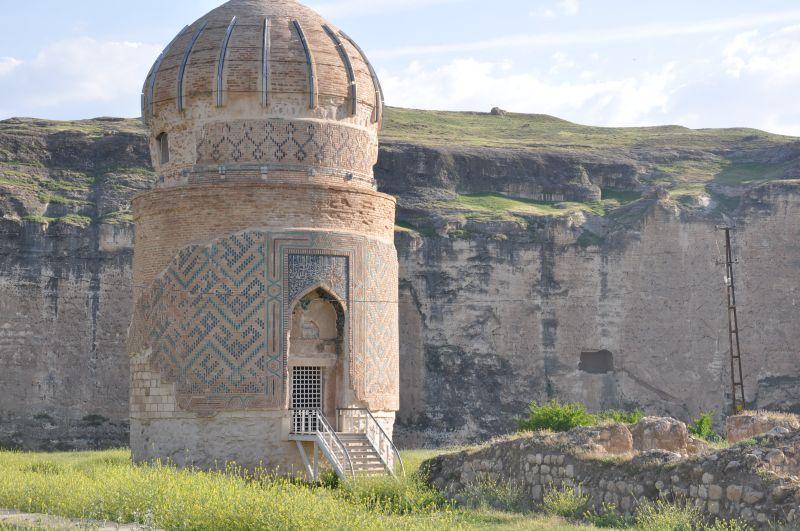 Hasankeyf'teki Tarihi Zeynel Bey Türbesi Yeni Yerine Taşınıyor