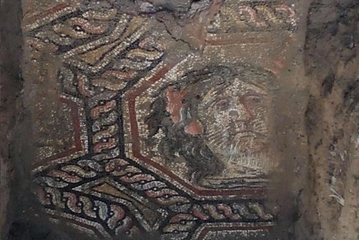 İznik'te Mozaiğin Üstüne Kaplanan Asfalt Kaldırıldı