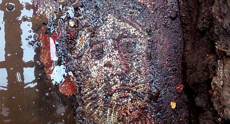 İznik'te Asfalt Dökülen Mozaikler Kazı ile Gün Yüzüne Çıkacak