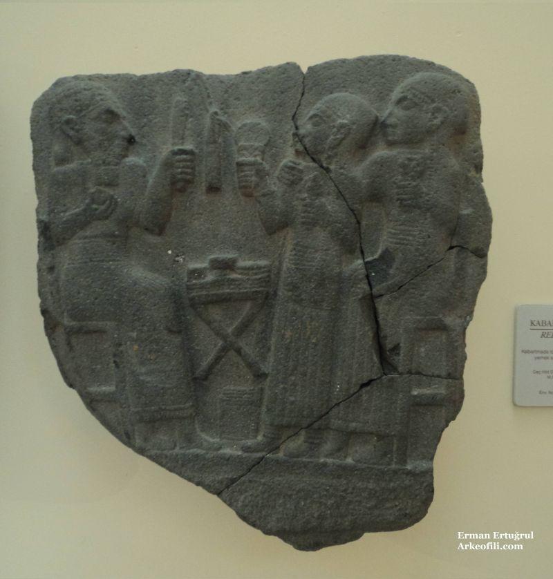 istanbul arkeoloji müzelerinde sergilenen antik ortostatlar ve duvar levhaları