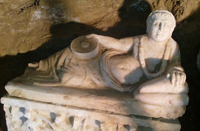 İtalya'da El Değmemiş Etrüsk Mezarı Bulundu