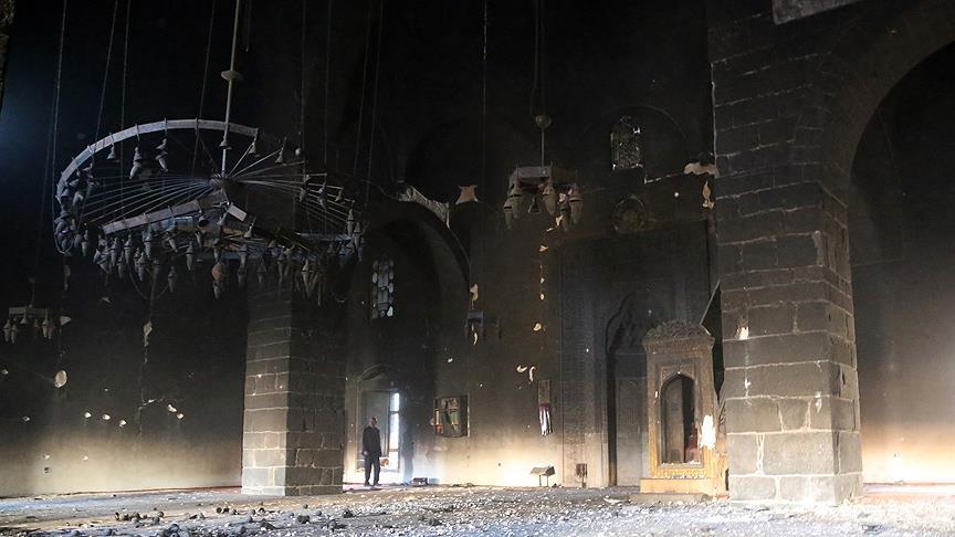 Diyarbakır'daki 500 Yıllık Osmanlı Camii Harap Oldu