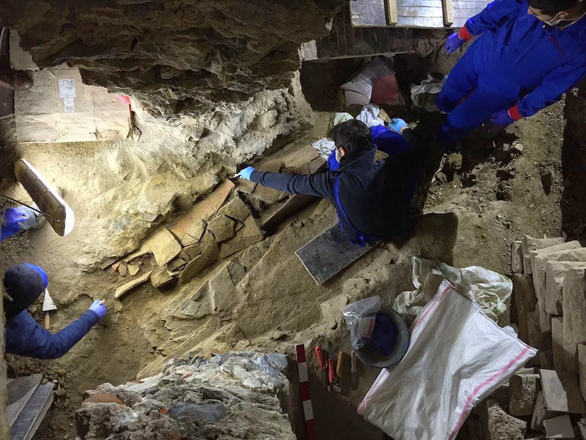 2015 Yılında Türkiye'den En Önemli 10 Arkeolojik Keşiflerinden beyoğlu'nda bulunan bizans nekropolü