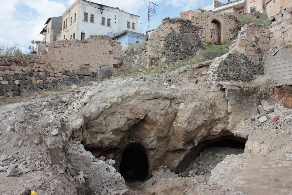 2015 Yılında Türkiye'den En Önemli 10 Arkeolojik Keşiflerinden kapadokya'da bulunan devasa yeraltı şehri