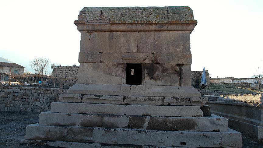 Karaman'da 1700 Yıllık Anıt Mezar Bulundu