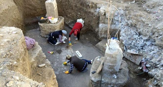 Osmaniye'de Yapılan Sondajda Tarihi Hamam ve Mozaik Bulundu