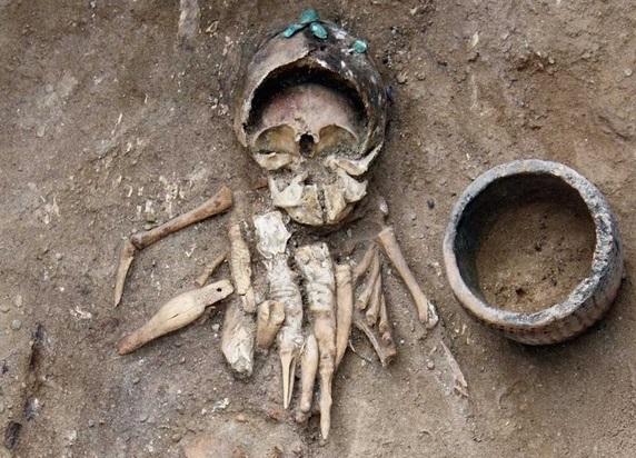 4,500 Yıllık Çocuk Mezarındaki Çıngıraklar Kötü Ruhlara Karşı Konulmuş Olabilir