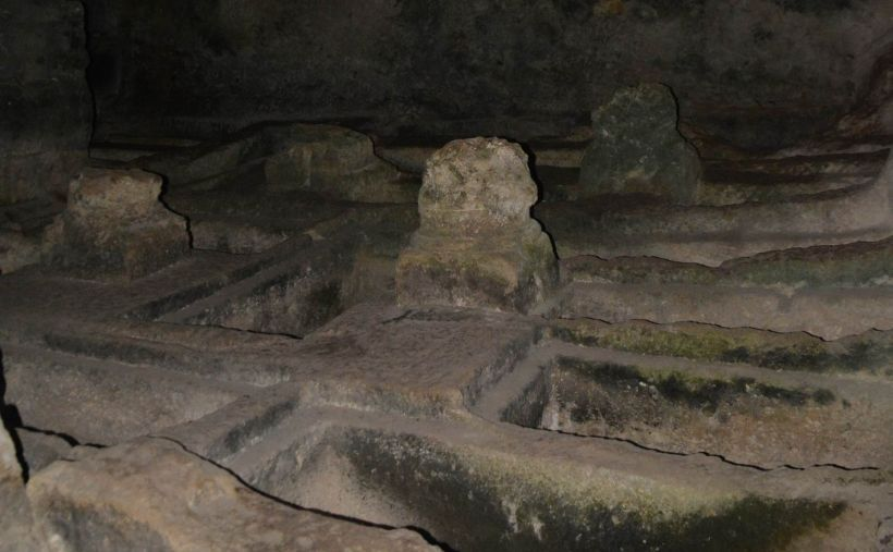 Hatay'da 2000 Yıllık Kaya Mezarlar Definecilerin Uğrak Yeri Oldu