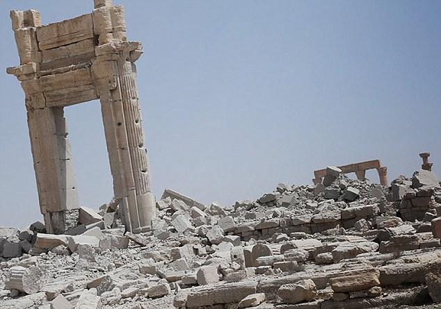 Palmira'da IŞİD'den Kurtulan Kemerin Kopyası Londra ve New York'ta Yapılacak