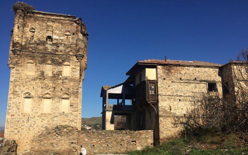 Aydın'daki Tarihi Arpaz Kalesi Bakımsızlıktan Yıkılmak Üzere