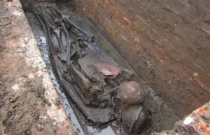 İngiltere'de Kazılan Mezarlıkta 800 Küçük Çocuk İskeleti Bulundu