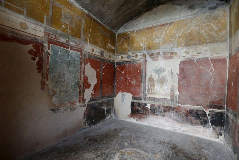 Restore edilen çamaşırhane ve duvar resimleri (Ciro de Luca/Reuters/Corbis)
