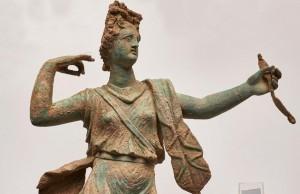 Girit'te Artemis ve Apollo Heykelcikleri Bulundu