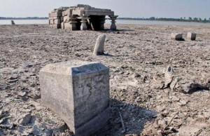 Hindistan'da Su Seviyesi Düşünce Ortaya Çıkan Tapınak Taşınacak