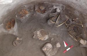Kavuşan Höyük'te Yenmiş Kaplumbağalarla Gömülen Kadın ve Çocuk Bulundu