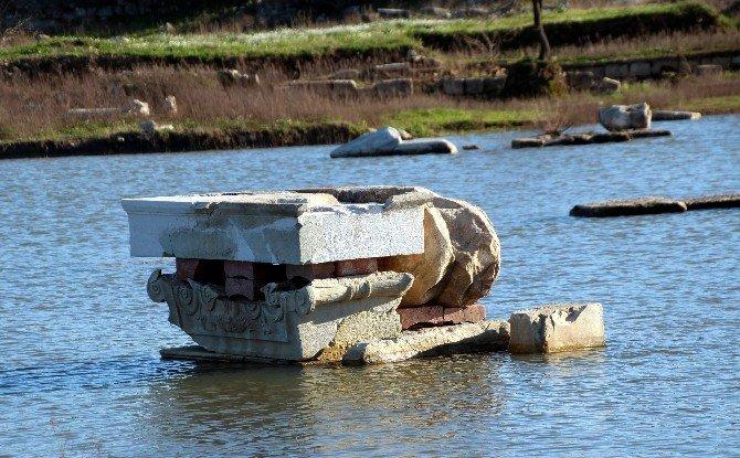 Aydın'da Magnesia Antik Kenti Yine Sulara Gömüldü