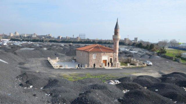 İstanbul'da 400 Yıllık Cami Moloz Yığınına Teslim Oldu