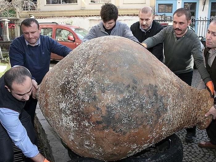 Trabzon'da Balıkçılar 300 Kiloluk Bizans Küpü Buldu