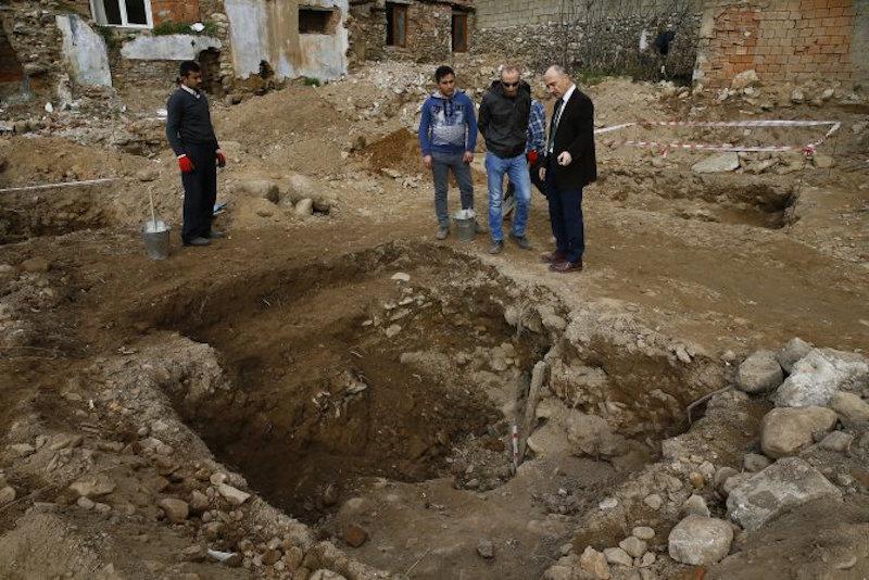 Aydın'daki 2.000 Yıllık Mezarda Mask bulundu