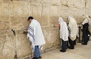 İsrail hükümeti Batı duvarı etrafında bazı Yahudi çevrelerin ihtiyaçları doğrultusunda bir takım değişiklikler yapmayı planlıyor.