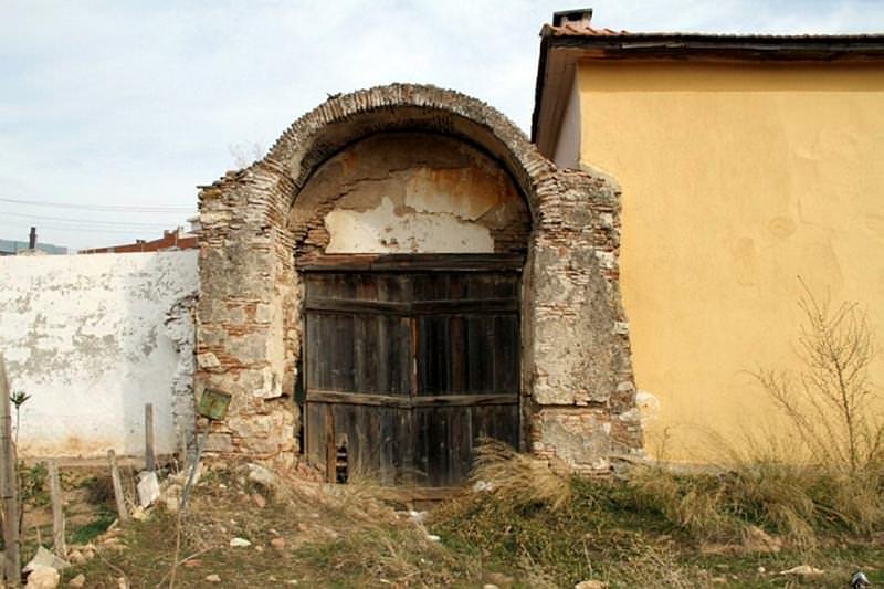 İzmir'de 310 Yıllık Botanik Bahçesi Dökülüyor