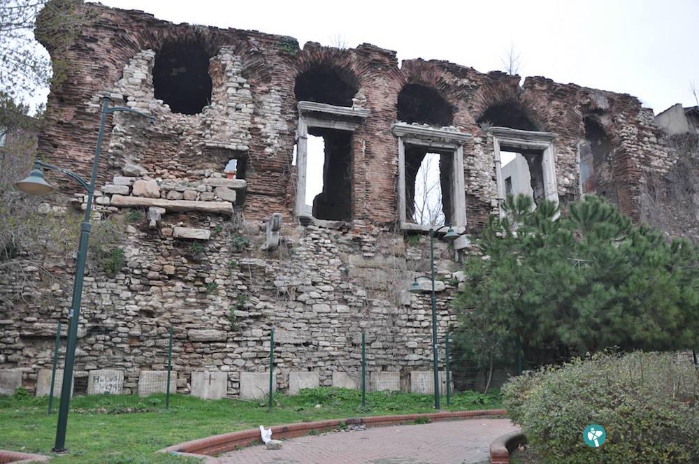 İstanbul'da 1600 Yıllık Bizans Sahil Sarayı Yok Oluyor