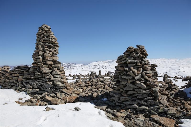 Van'da Yüksek Bir Tepenin Zirvesinde Kale Kalıntısı Bulundu