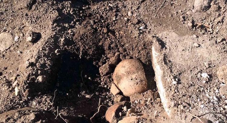 Tarihi Ermeni Kilisesinin Bahçesinde İnsan Kemikleri Bulundu