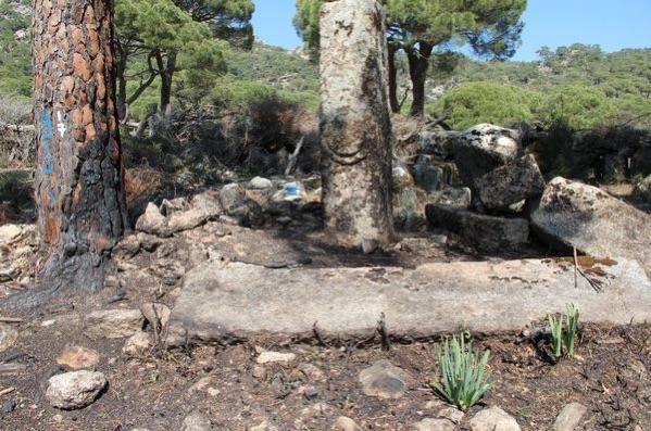 Latmos'ta Piknikçiler Tarafından Yakılan Zeus Tapınağı Tescil Edildi