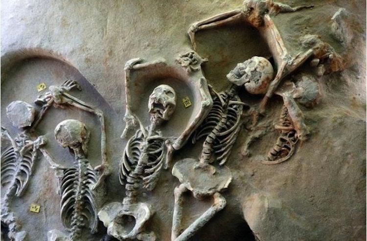 Yunanistan'da Elleri Zincirli Antik İsyancılar Bulundu