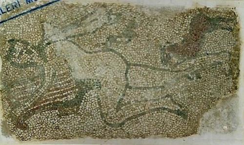 Bir koleksiyonerden çalınan 40'tan fazla eserden biri olan mozaik