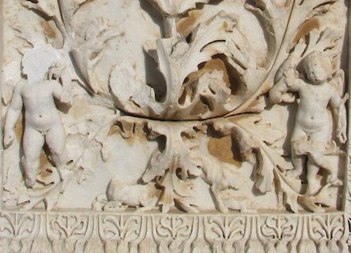 Afrodisias Örenyerinden Çalınan Eros Kabartması
