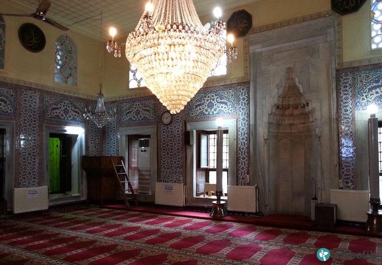 Mimar Sinan'ın Camisindeki Çinilerin Üstüne Kalorifer Peteği Döşendi