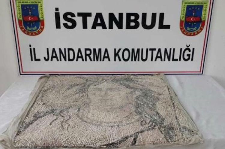 İstanbul'da Suriye'den Kaçırılan Üç Mozaik Bulundu