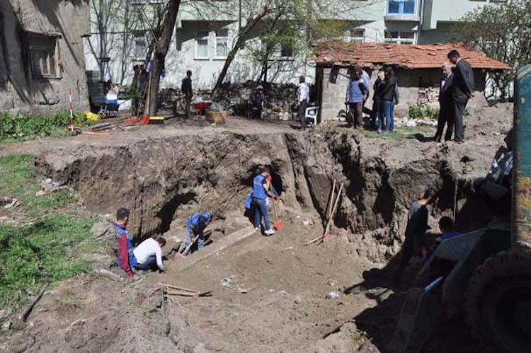 Kütahya'da Defineciler Roma Dönemi Mezarına Tünel Kazdı