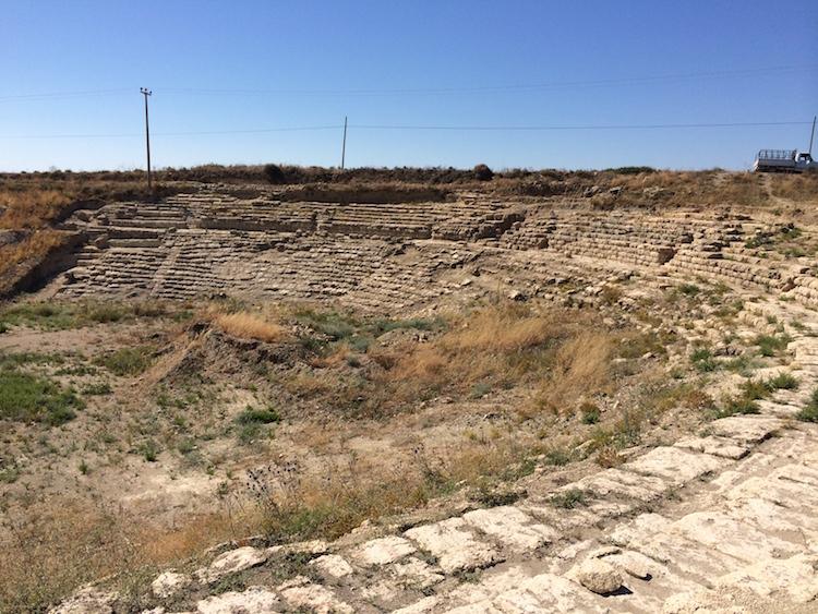 Adana'da Magarsus Antik Kenti Tiyatrosu Ortaya Çıkıyor