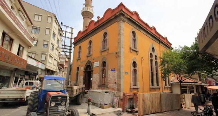 Balıkesir'de 100 Yıllık Caminin Şadırvanından Lahit Çıktı